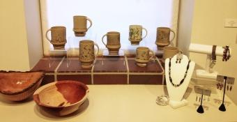 Mark Entzminger (, Willie Sapp (cups), April Stevens (jewelry)